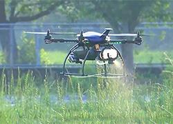 ▲必要な場所にピンポイントで農薬散布ができるマルチコプタードローン「OPTiM Agri Drone」