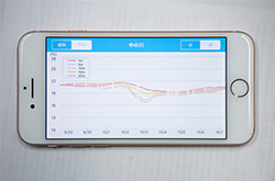 センサーから送られた水温データは、スマートフォンで見ることができます